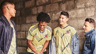 Los seleccionados colombianos presumen su nueva piel