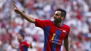Enric Gallego celebra un gol del Extremadura ante el Majadahonda en el...