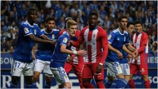 Lance del derbi de la primera vuelta entre el Sporting y Oviedo jugado...
