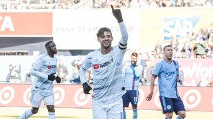 Carlos Vela festeja su doblete ante el New York City FC