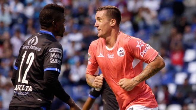 Ramos celebra una anotación con Lobos/