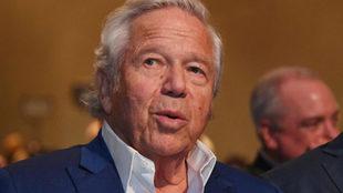 Fiscal ofrece a Robert Kraft acuerdo para retirar cargos de solicitar...