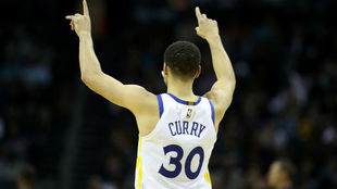 Stephen Curry fue el lider de los Warriors