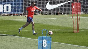 Lucas, durante un entrenamiento con el Atlético.
