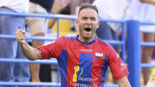 Diego Capel celebra un gol con el Extremadura.