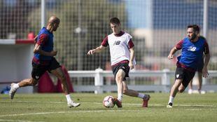 Sancet, entre Rico y Unai López. Los tres jugarán mañana contra el...
