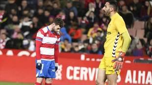 Rodri se lamenta de una ocasión ante Tomeu Nadal en el partido con el...