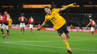 Raúl Jiménez festeja su gol ante el Manchester United