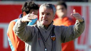 Ranieri entrenando al Valencia en Paterna.