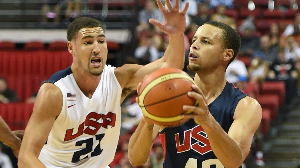 Klay Thompson defiende a Curry en una concentración de Estados Unidos