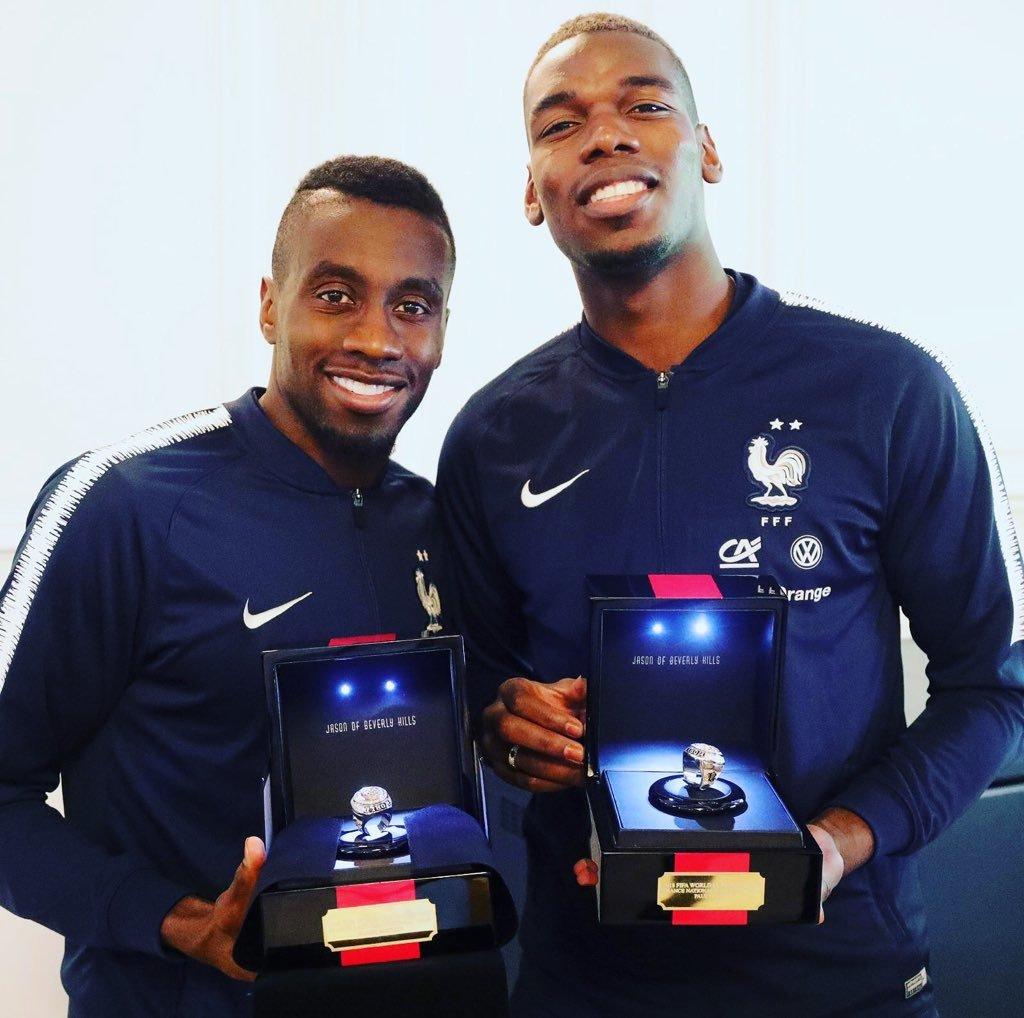 Blaise Matuidi y Paul Pogba con sus anillos estilo NBA de campeones del Mundial