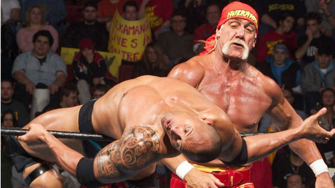 Escena del combate entre Hulk Hogan y The Rock.
