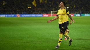 Jadon Sancho celebra un gol con el Borussia Dortmund.