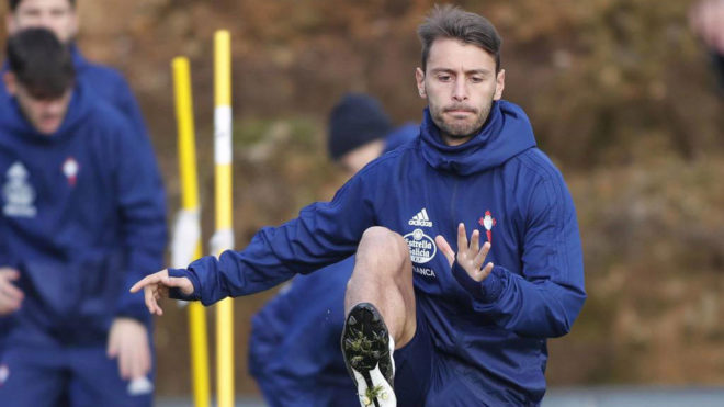 Kevin se ejercita en un entrenamiento con el Celta.