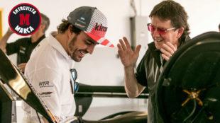 Wayne Taylor, junto a Alonso durante las 24 Horas de Daytona que...