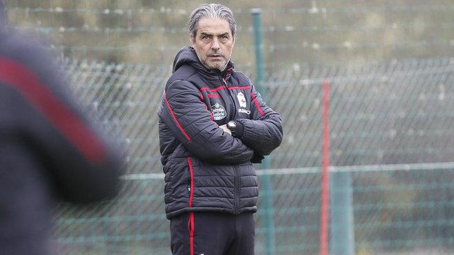 Natxo González, durante un entrenamiento con el Deportivo.
