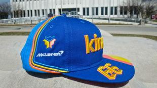 Así es la nueva gorra de Alonso para la Indy500, con la triple corona