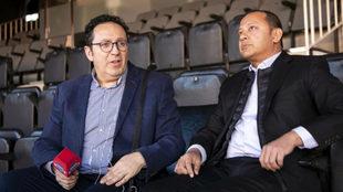 Anil Murthy y Vicente Ortega en el palco de Mestalla.