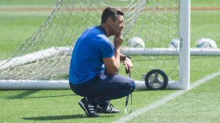 Pedro Caixinha durante un entrenamiento