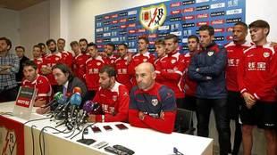 Los jugadores del Rayo Vallecano, en rueda de prensa tras las...