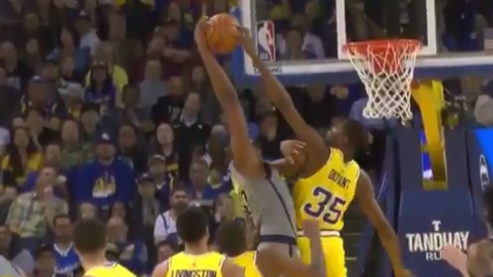 Durant tapona el intento de mate de Turner