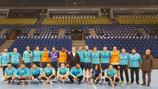 La plantilla del BM Granollers, en el Sparkassen Arena de Kiel /