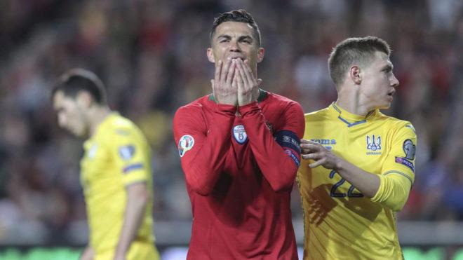 Cristiano se lamenta tras una ocasión perdida.