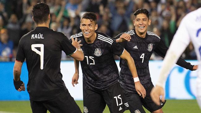 México se impone a Chile en el debut de Martino
