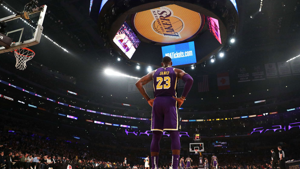 ¡Tremendo! LeBron James, afuera de los playoffs de la NBA