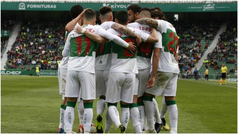 Los jugadores del Elche celebran uno de los goles marcados al Alcorcón