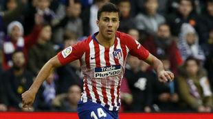 Rodrigo durante un partido del Atlético.