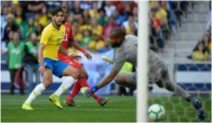 Paqueta marca el 1-0 para Brasil.