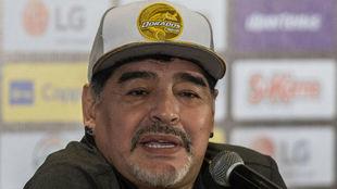 Maradona, durante una rueda de prensa.