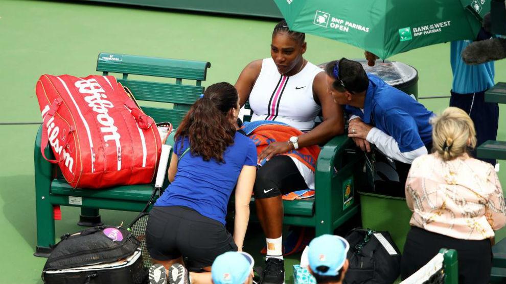Serena siendo atendida en el torneo de Indian Wells