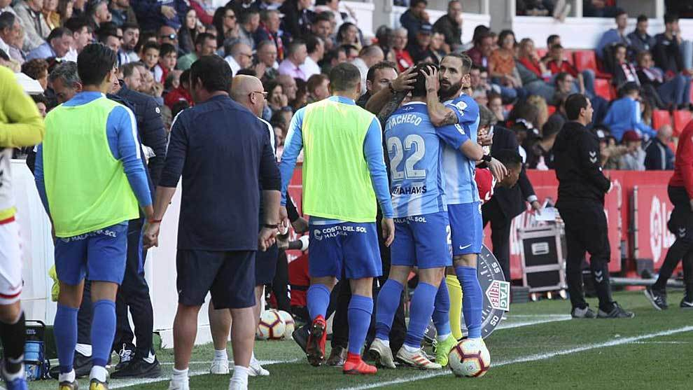 Cifu se abrazo con Dani Pacheco y los jugadores del banquillo del Málaga