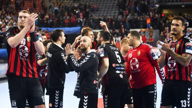 Los jugadores del Vardar, al término de un partido de la Champions...