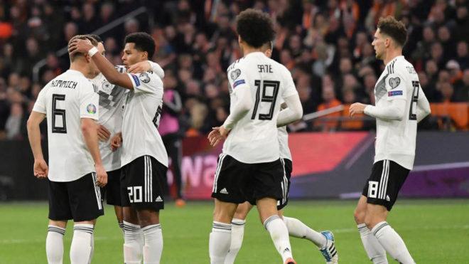 Los jugadores de Alemania celebran uno de sus goles.