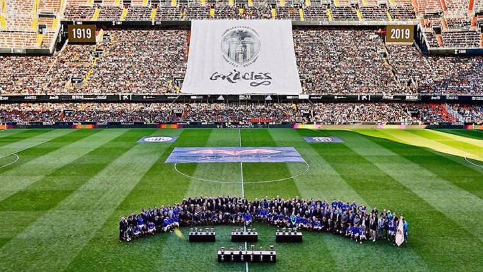 Espectacular vista de Mestalla previa al partido de las leyendas.
