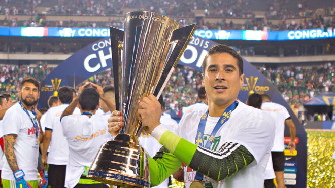 Ochoa levanta el trofeo de la Copa Oro 2015/