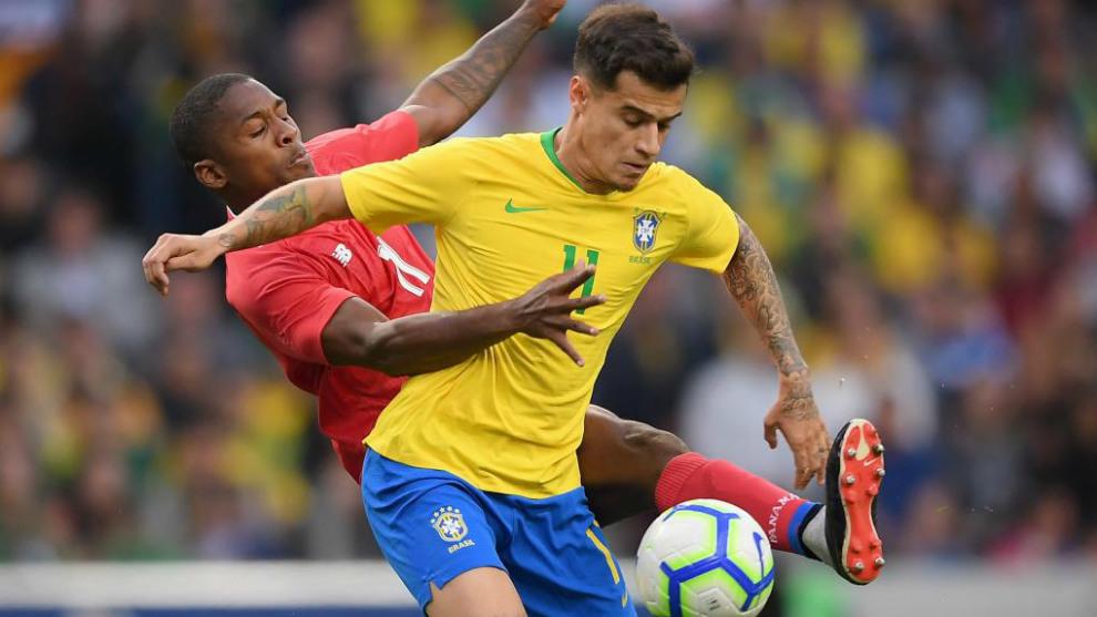 Imagen del Brasil - Panamá, con Armando Cooper (Panamá) y Felipe...