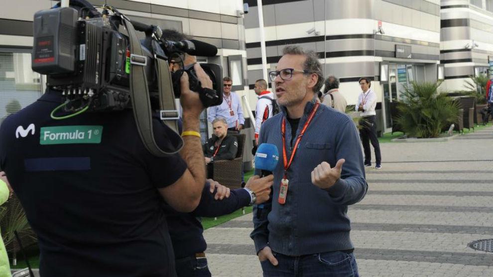 Villeneuve, en el 'paddock' de la F1.