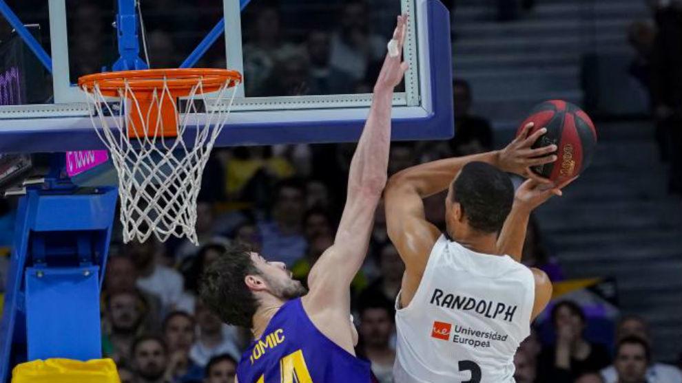 Tomic trata de taponar la entrada de Randolph.