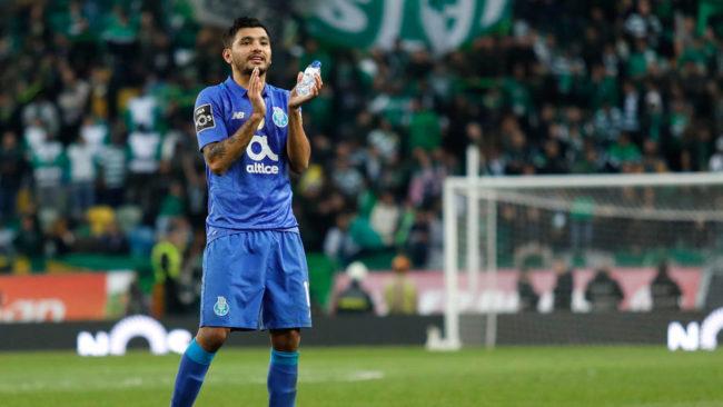Corona en un partido del Porto/