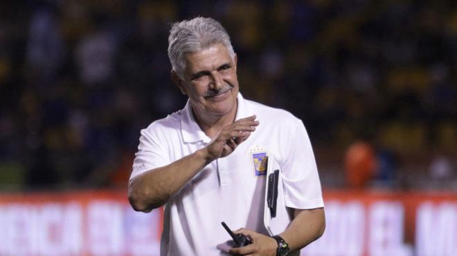 El Tuca sonríe al término de un partido de Tigres/