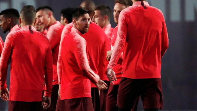 Messi, con molestias en el pubis, no se entrena con el Barça.