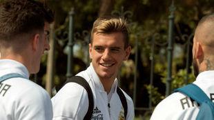 Giovani Lo Celso, con compañeros de la selección argentina.