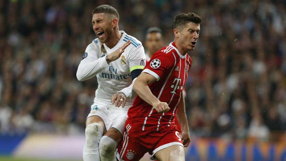 Sergio Ramos y Robert Lewandowski en el último Real Madrid-Bayern