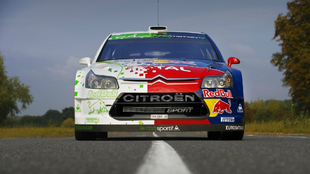 El Citroën C4 WRC hybrid, durante una prueba de la casa francesa.