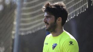 Gonzalo Melero, en un entrenamiento del Huesca.