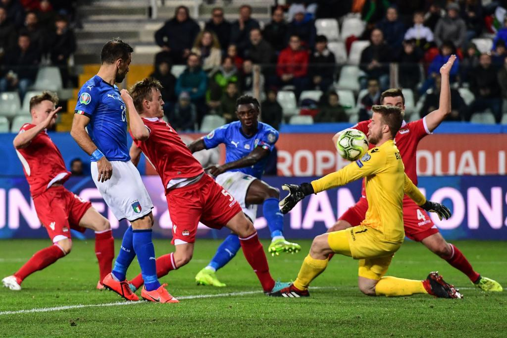 Liechtensteins goalkeeper Benjamin Buchel (R) fails to stop a shot by Italys forward Moise <HIT>Kean</HIT> (Rear C) during the Euro 2020 Group J qualifying football match Italy vs Liechtenstein on March 26, 2019 at the Ennio-Tardini stadium in Parma. (Photo by Miguel MEDINA / AFP)